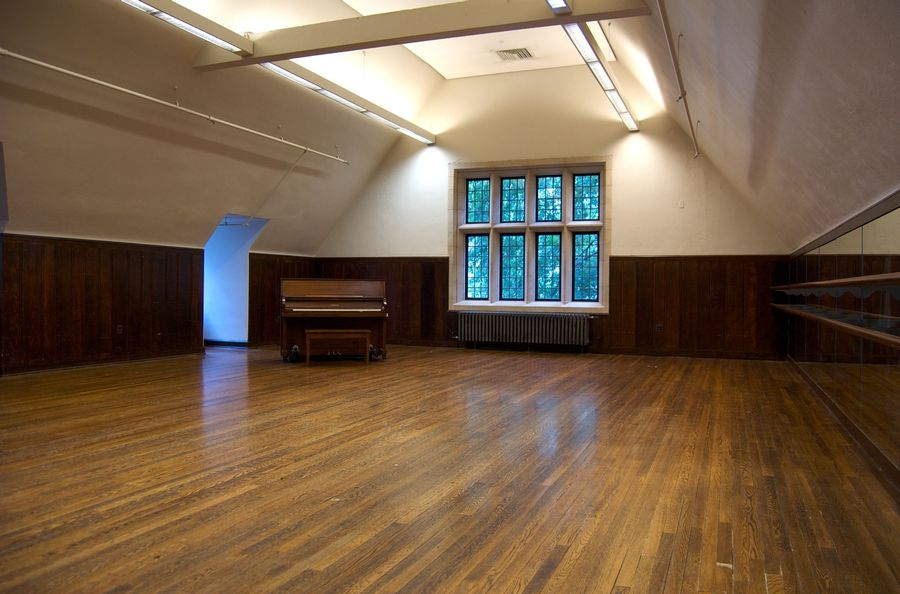 Large meeting space available for group use Mon-Thurs 10am-4pm (used for performing arts rehearsals evenings and weekends). This space is often used for drop-in Muslim prayer during the week and is the regular venue for Friday Jummah prayer service at 1pm.