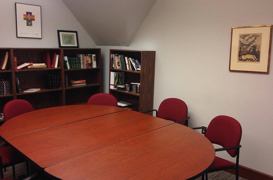 Conference room/studyspace for 6-8 people.